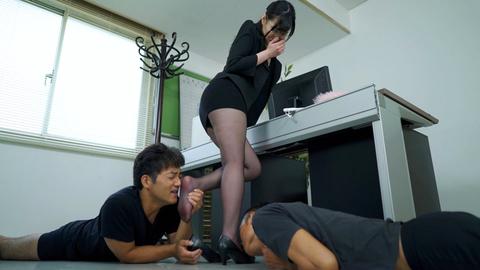 女の臭い足舐め 画像 09