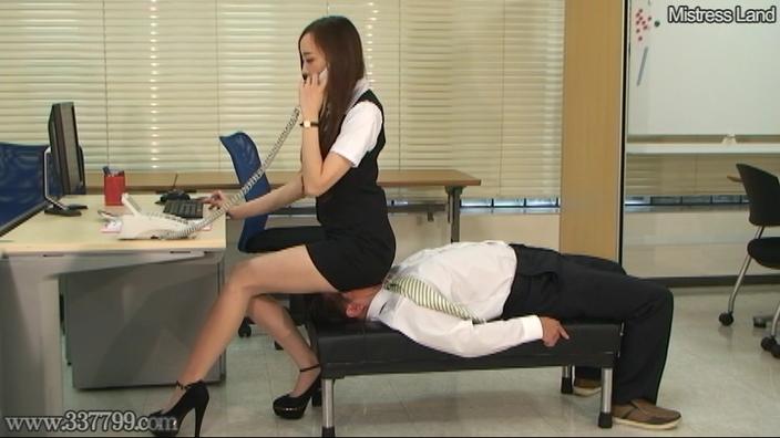 脚線美OLに支配されていく足フェチマゾ男 Risa