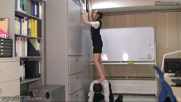脚線美OLに支配されていく足フェチマゾ男 Risa 1-2 画像 02