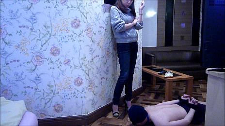 ドSアパレル店員のヒール&スニーカーM男いじめ 画像 04