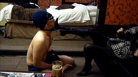 黒ブーツドSお姉さまによる踏み付けM男いじめ 画像 03
