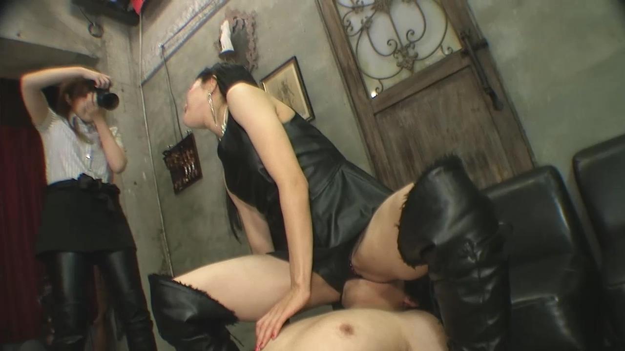 座る女性 パンプスプランニング 画像 04