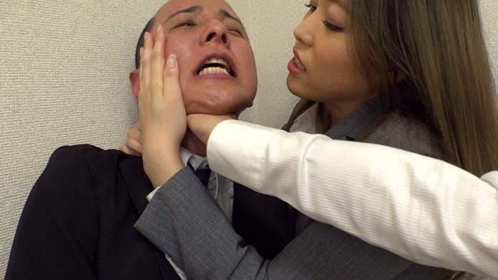 黒パンストOL 強制飲尿便器オフィス 集団リンチM男育成課 画像 14