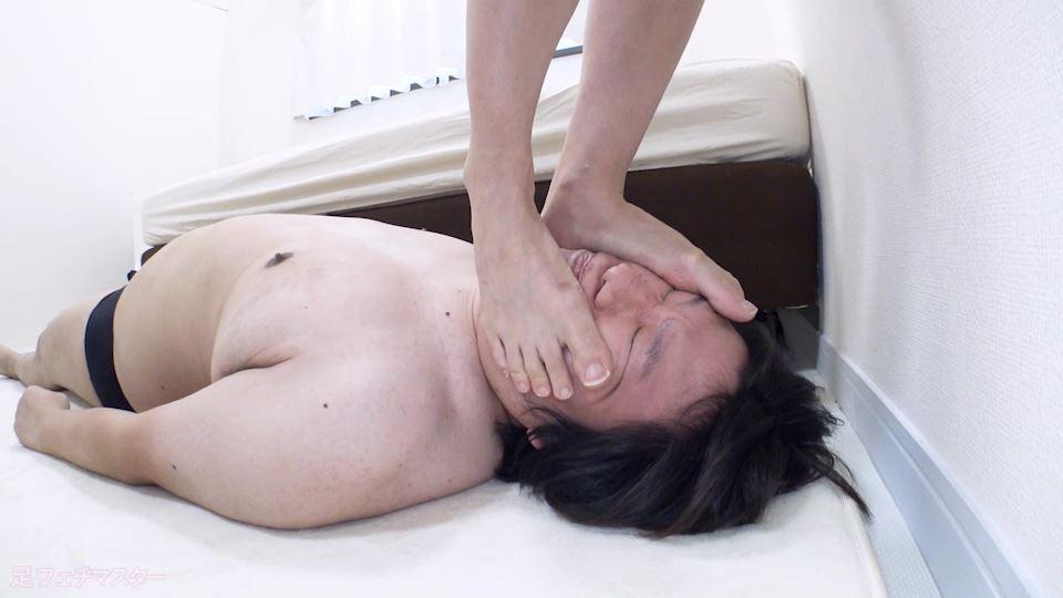 梨々花ちゃんが変態M男を足責め射精! 画像 04