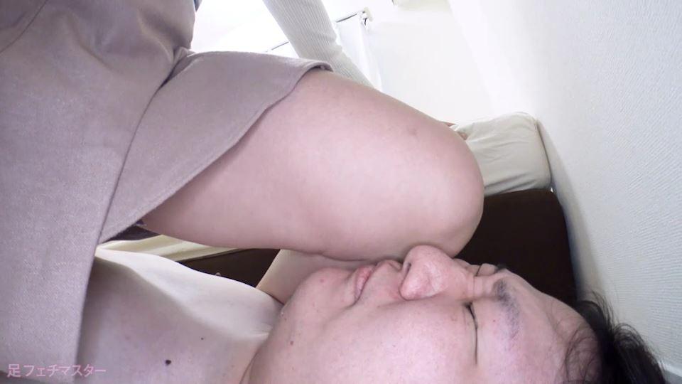 梨々花ちゃんが変態M男を足責め射精! 画像 06