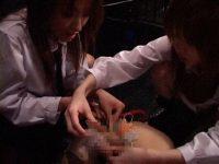 女装拘束 桃果えり・緒川さら 画像 09