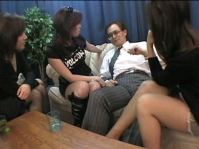 女子大生キャバ嬢のM男まとめて処理してやるよ! 画像 02