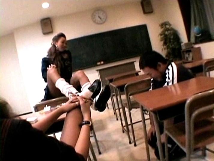 マジ蹴り炸裂 鬼リンチ教室 画像 01