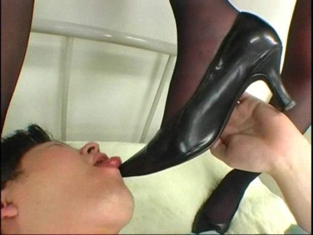 美人で美脚の黒ストッキングOLに脚コキや電気按摩されて・・・ 画像 10