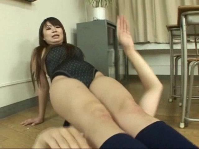 顔騎放尿倶楽部 画像 02