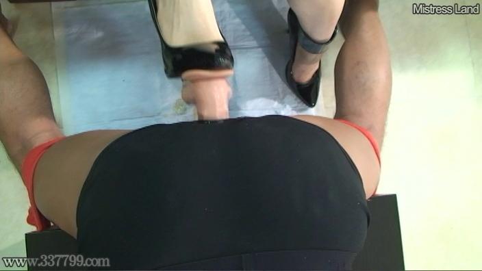 脚線美OLに支配されていく足フェチマゾ男 Risa 画像 19