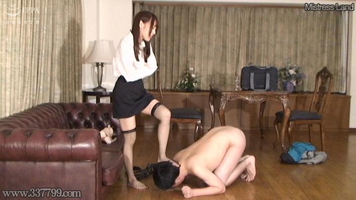 先行配信動画:誘惑家庭教師の貞操帯体罰授業 4