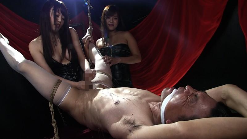 屈辱ケモノ拘束で乳首と肛門を弄ばれて 二人のドS姉さんに精子絞り出される男 画像 07