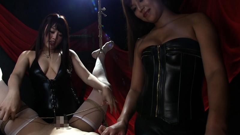 屈辱ケモノ拘束で乳首と肛門を弄ばれて 二人のドS姉さんに精子絞り出される男 画像 09