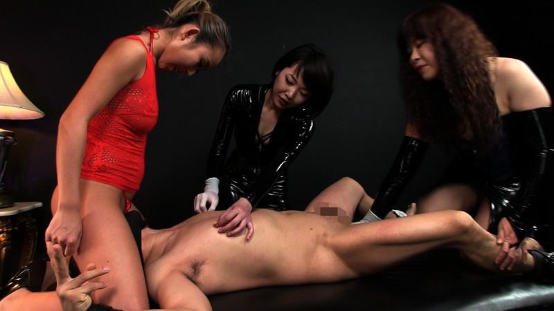 本格女王様二人とドS黒ギャルに囲まれ 性感イジメ嬲り穴棒同時イキの壮絶映像 画像 05
