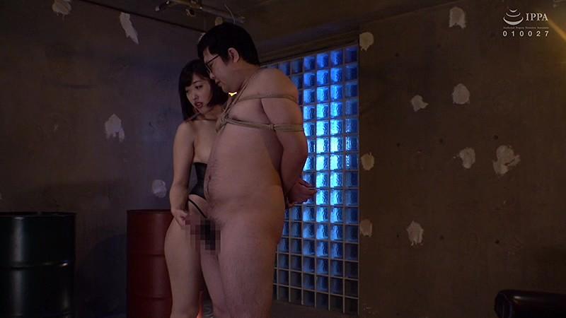 SNSで誘いだした男を監禁・調教している美人OL 画像 02