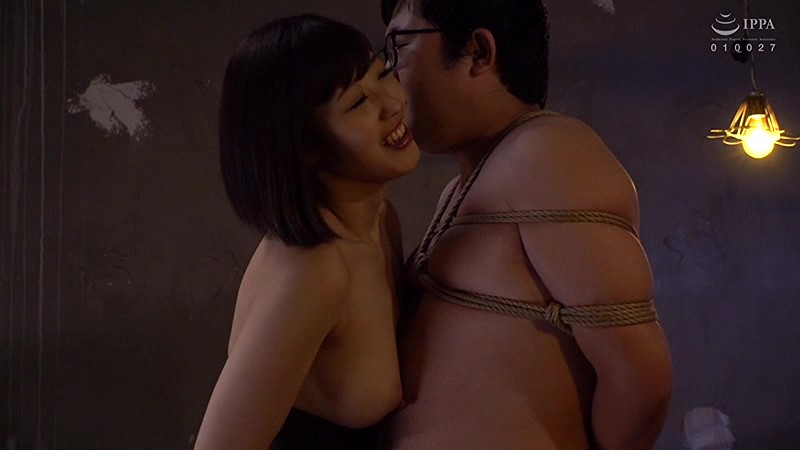 SNSで誘いだした男を監禁・調教している美人OL 画像 03