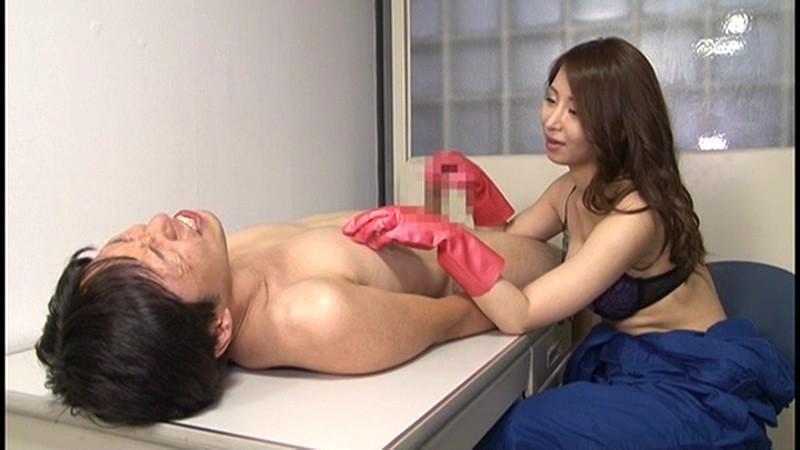 痴女清掃員のゴム手袋手コキマゾ射精WASH! 画像 15
