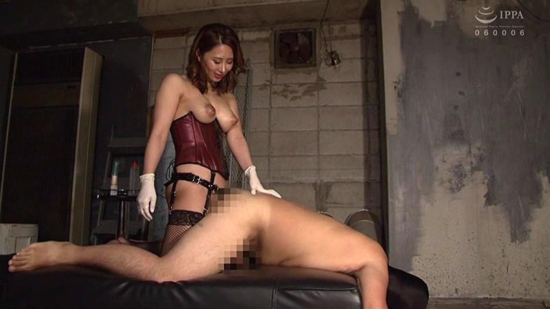 オス穴にペニバンをぶち込み男犯する10人の美女 画像 16