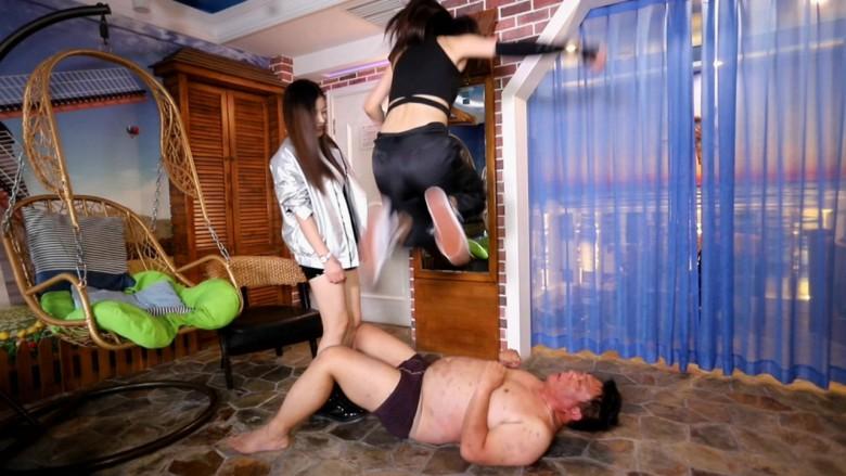 【血まみれ閲覧注意】M男の頭を瓶でぶん殴り、破片を口に入れて顔蹴りするドS女性