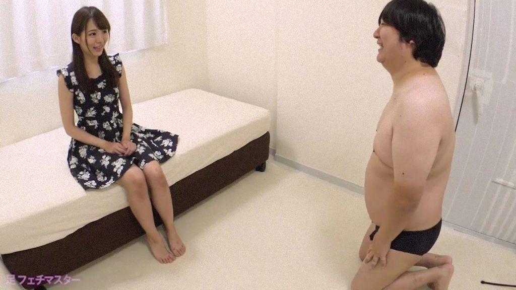 涼美ほのかちゃんが変態M男を足責め射精!