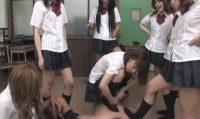 女子校生の校内集団リンチ
