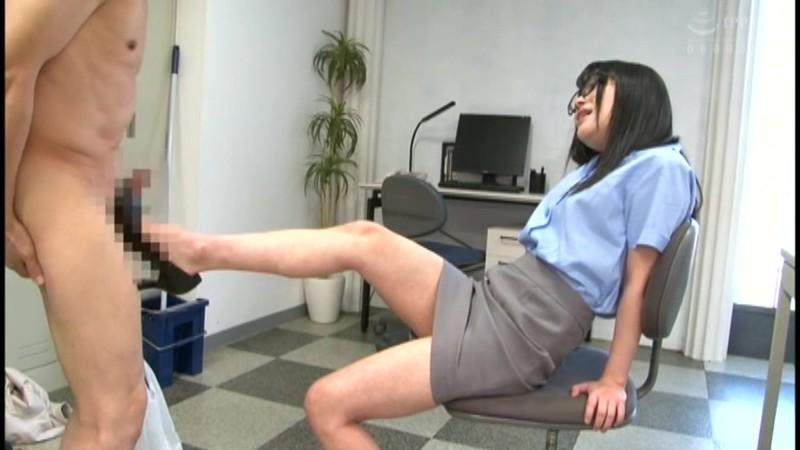 地味なオフィス清掃員はM男殺しなペニバン痴女様でした。南梨央奈