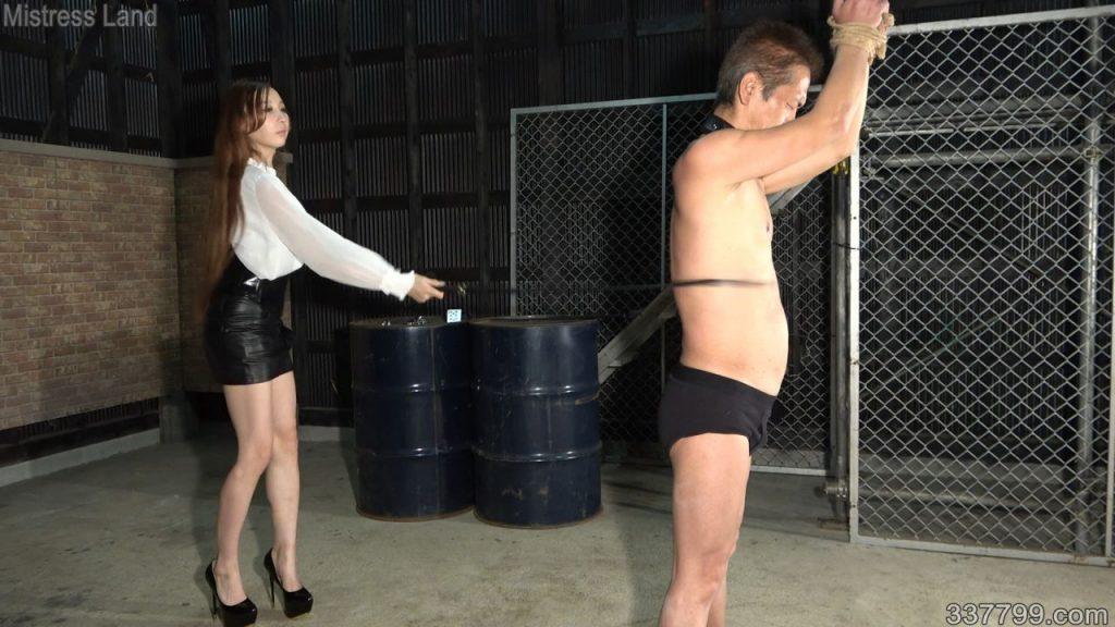 マゾ男牧場の野外調教 Risa 3