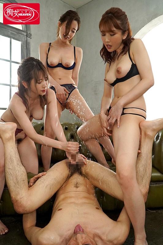 美女三人に囲まれ 聖水トリプル痴女ハーレム エロ汁ビチャビチャかけられながら何度も射精させられる!