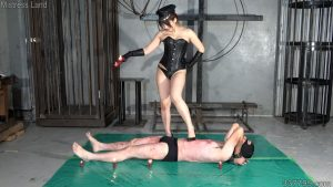 みかこ女王様に支配される3体の肉人形 2
