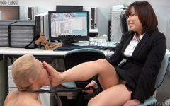 先行配信動画:貞操帯で射精管理されCBT調教されるマゾ男 2
