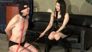 彼女と奴隷男のプレイを見せつけられマゾにされていく寝取られ彼氏 2