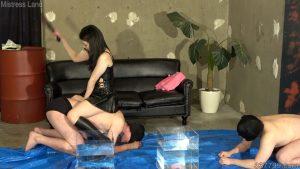 彼女と奴隷男のプレイを見せつけられマゾにされていく寝取られ彼氏 3