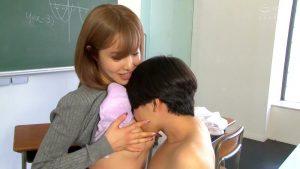 僕にお尻快感を教えてくれたムチムチ先生の気持ちよすぎるアナル責め 伊佐木リアン