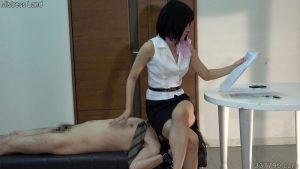 CFNM・着衣の女とチンポを見られてしまう裸の男 ネネ 1