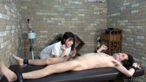 CFNM・着衣の女とチンポを見られてしまう裸の男 ネネ 3